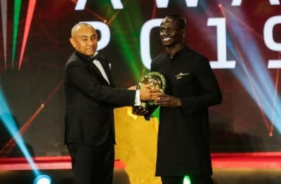 "Caf Awards 2019 : Sadio Mané reçoit son premier ""ballon d'or africain"""